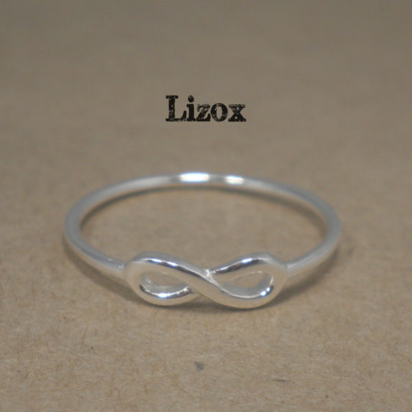 lizox-sterling-silver-infinity-ring